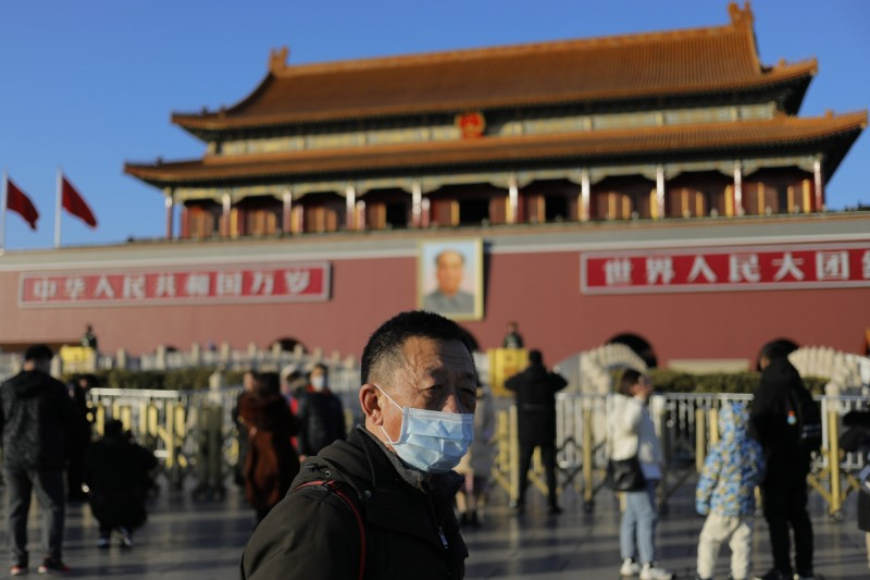 中國武漢肺炎疫情嚴重,北京人心惶惶,民眾都戴起口罩。(歐新社)