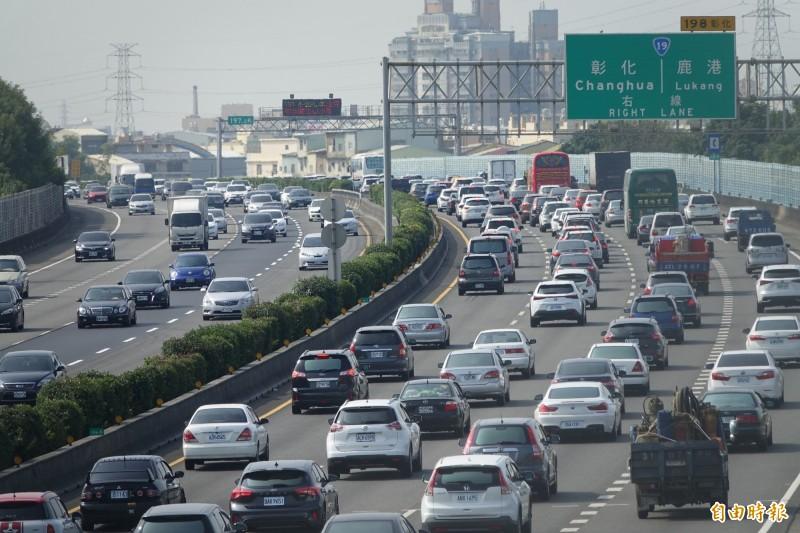 國道下午4點將現返鄉車潮。(資料照)