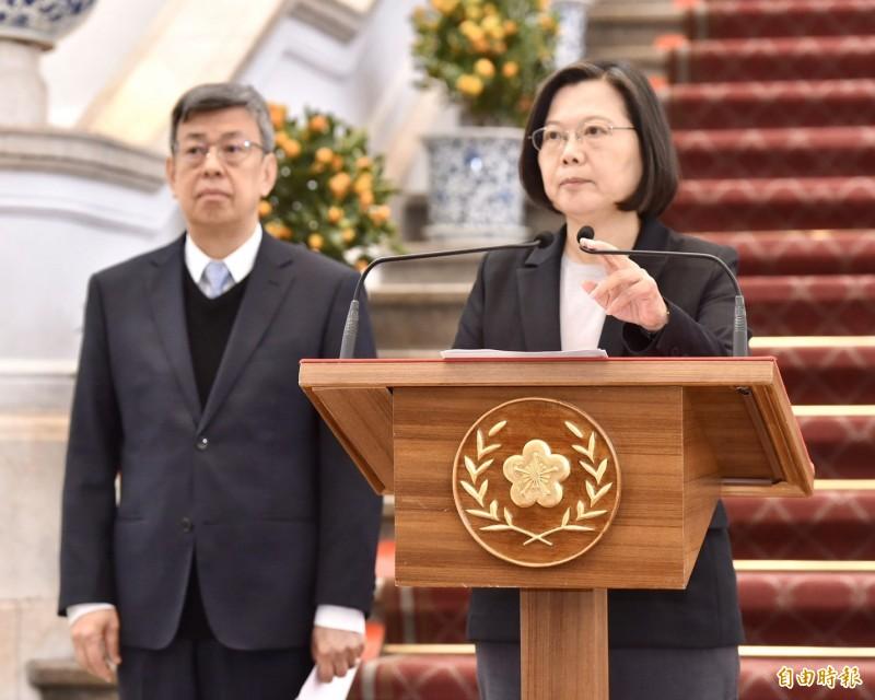 針對台灣出現第一例武漢肺炎確診病例,總統蔡英文今上午召開國安高層會議後,在副總統陳建仁陪同下於總統府發表談話。(記者塗建榮攝)