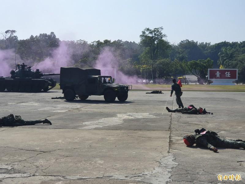 總統蔡英文昨前往陸軍部隊訓練南區聯合測考中心慰勉官兵,觀看新式「實兵模擬接戰系統」的演練。(資料照)