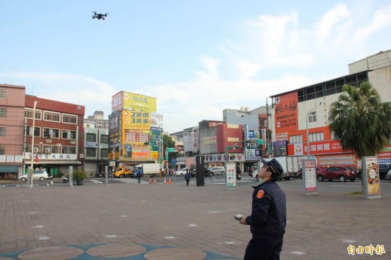 八德警分局出動空拍機,國道二號大湳流道及周邊路口交通狀況。(記者鄭淑婷攝)