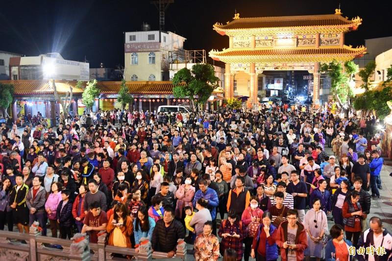 福安宮每年拜頭香吸引數千人。(資料照,記者蔡宗憲攝)