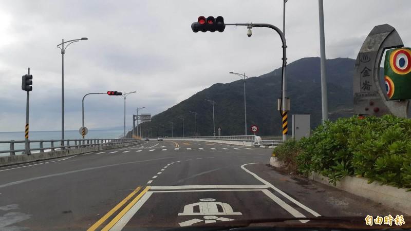 南迴公路金崙大橋春節假期禁止橋上停車。(記者黃明堂攝)