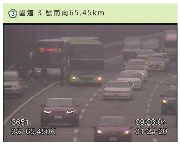 國3公路南向65.45公里處發生大客車追撞事件。(警方提供)