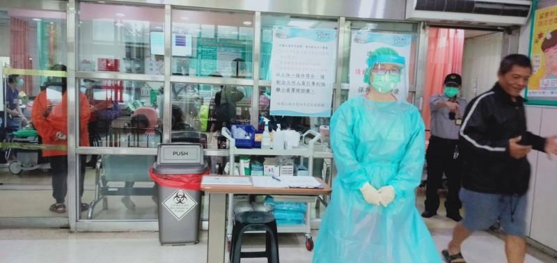 新竹市政府團隊與各醫療院所做好整備工作,於年關期間加強人力分配以及早因應,圖為待命的醫護人員。(新竹市政府提供)