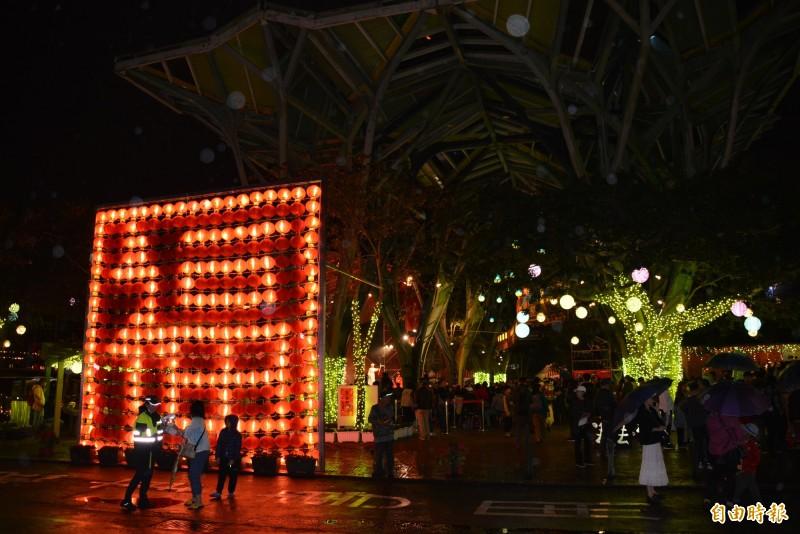 歡樂宜蘭年今晚登場,丟丟噹森林廣場佈置得喜氣洋洋。(記者游明金攝)