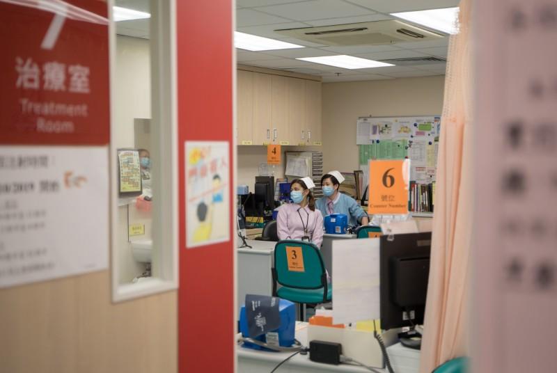 中國武漢肺炎疫情擴散,香港政府屢遭外界抨擊反應遲緩不作為,有前線護理師在網路上號召罷工,要求港府升級防疫措疵,獲得網友熱烈迴響。(彭博)