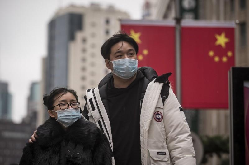 武漢肺炎疫情持續擴大,中國境內已出現829例確診、26人死亡。(彭博社)