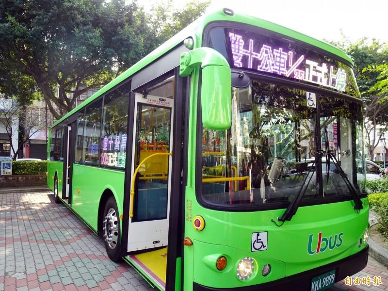 台中市「雙十公車」正式上路。(記者張菁雅攝)