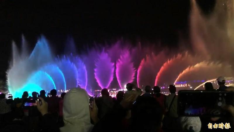 彰化花影水舞秀今晚璀璨開演。(記者張聰秋攝)