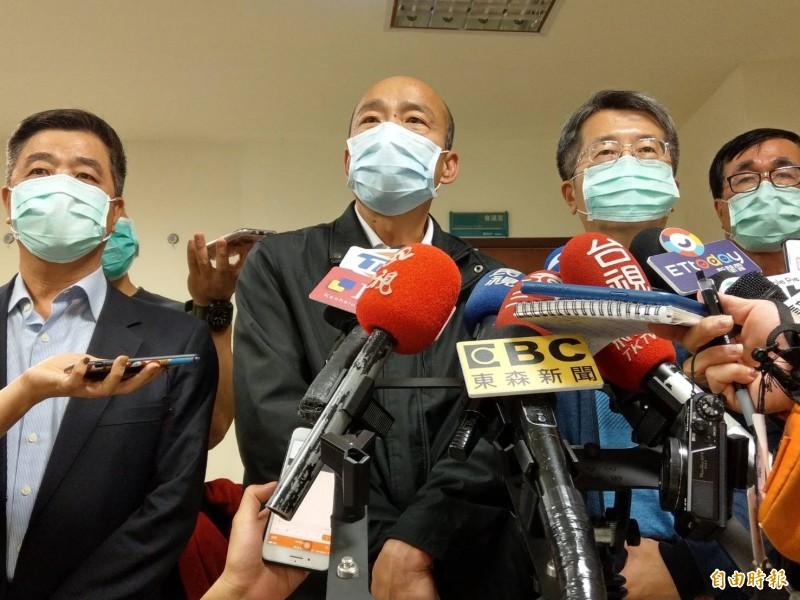 高雄流行疫情指揮中心今晚升至一級開設,韓國瑜銷假擔任指揮官。(記者方志賢攝)