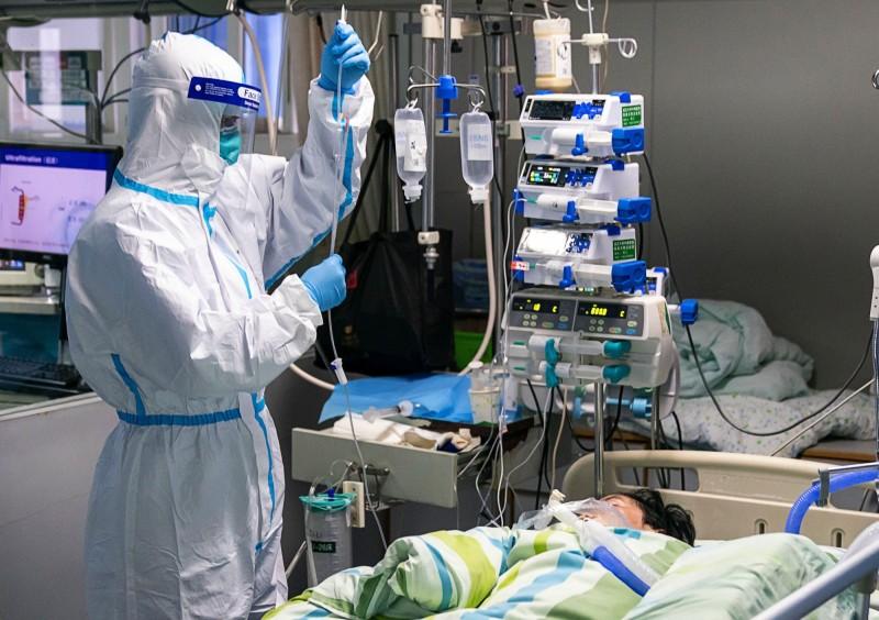 中國爆發武漢肺炎疫情,江蘇人民醫院今證實,一名感染科醫師在醫院過勞死亡。示意圖。(歐新社)