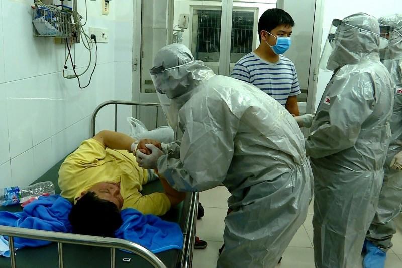 越南昨通報2名新型冠狀病毒確診病患,2者為父子關係,世衛也證實「武漢肺炎會人傳人」。(歐新社)