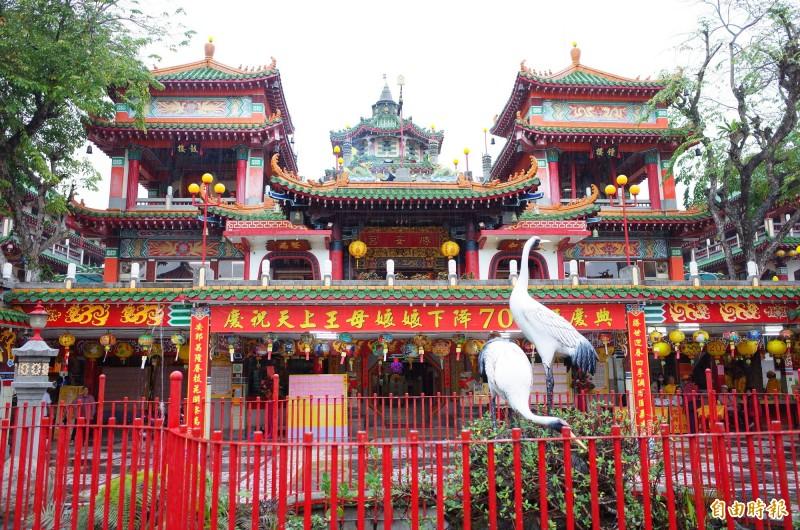 勝安宮是台灣王母信仰發源地,全國各地的天上王母娘娘宮廟皆由勝安宮分出。(記者花孟璟攝)