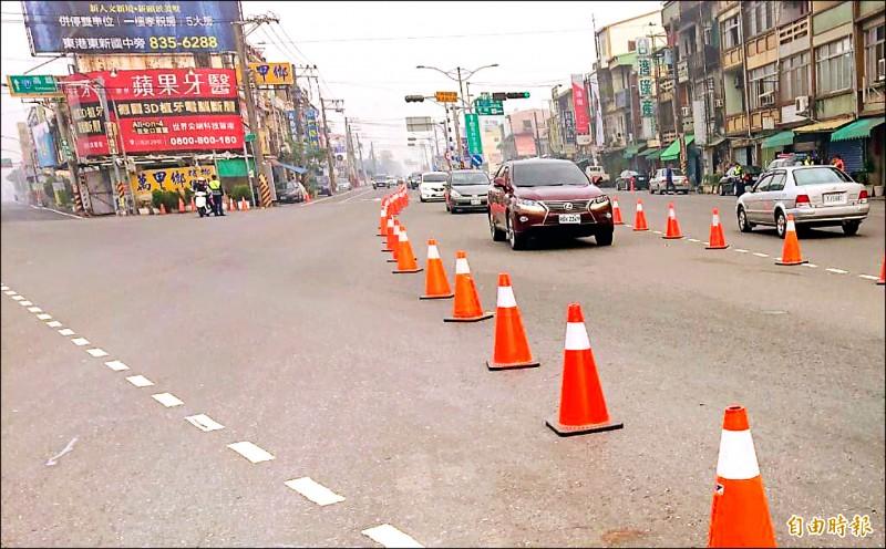 台一線枋寮段昨天上午八點就開始實施調撥車道。 (記者蔡宗憲攝)