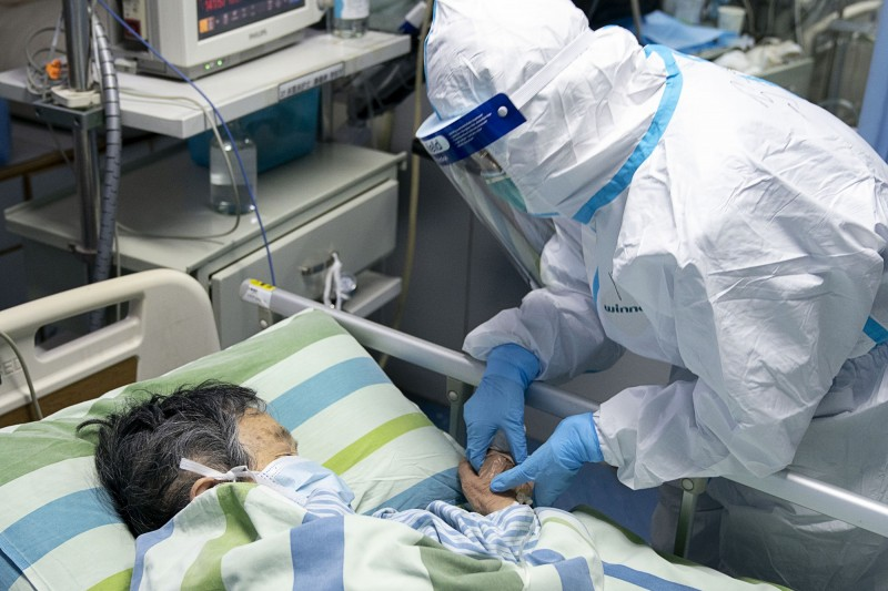 中國武漢肺炎疫情持續蔓延,中國境內確診人數已逾2千例,加拿大、新加坡等國也先後傳出疫情。(歐新社)