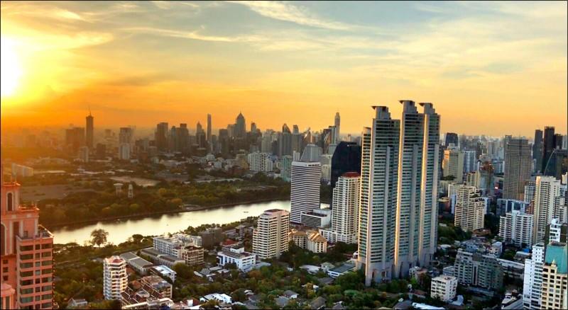 泰國曼谷近十年高樓大廈暴增,已經成為名副其實的國際化大都市,市場潛力無窮。