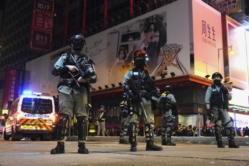 香港明愛醫院疑似炸彈爆炸,約有20來名病患遭到疏散。香港警察示意圖。(美聯社)