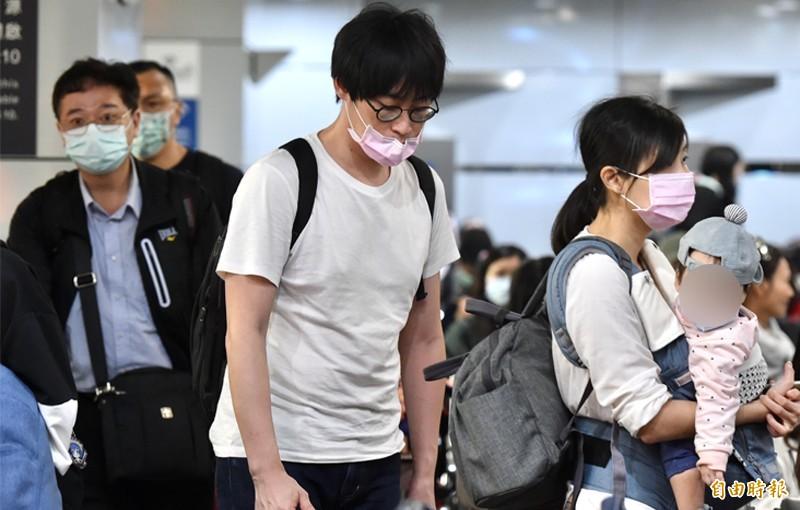 1名50多歲女性今日確診為武漢肺炎患者。圖中為23日在台北車站的返鄉民眾,示意圖,與新聞事件無關。(資料照)