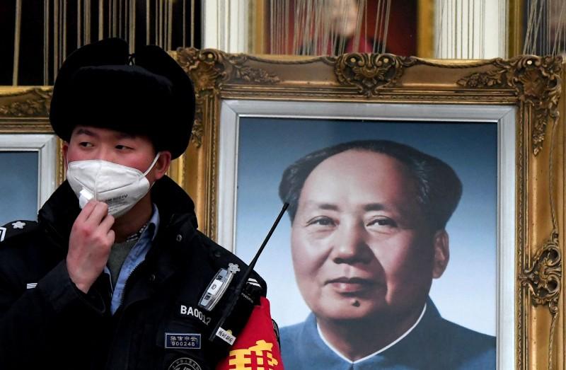 有中國網民爆料,收受並分配物資的武漢紅十字會要求物資捐贈者支付服務費,否則就拒收,甚至帶著警察到醫院搶捐贈物資。圖為示意圖。(法新社)