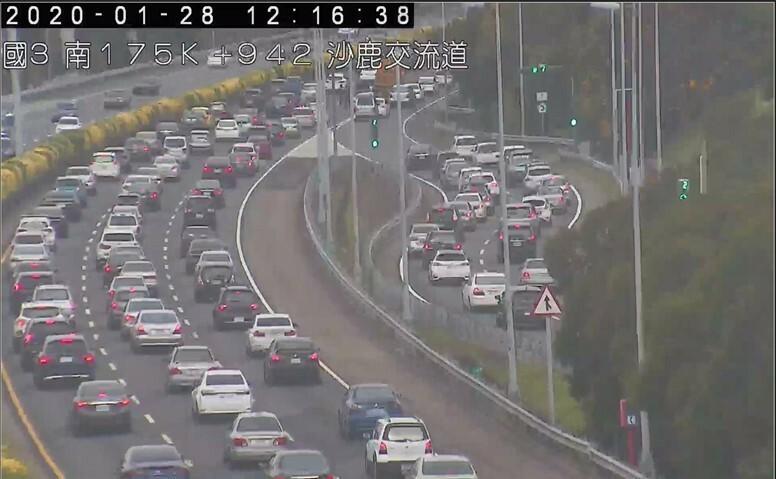 今天國道3號北向175公里處出現小客車追撞事故造成回堵3公里。(高公局提供)