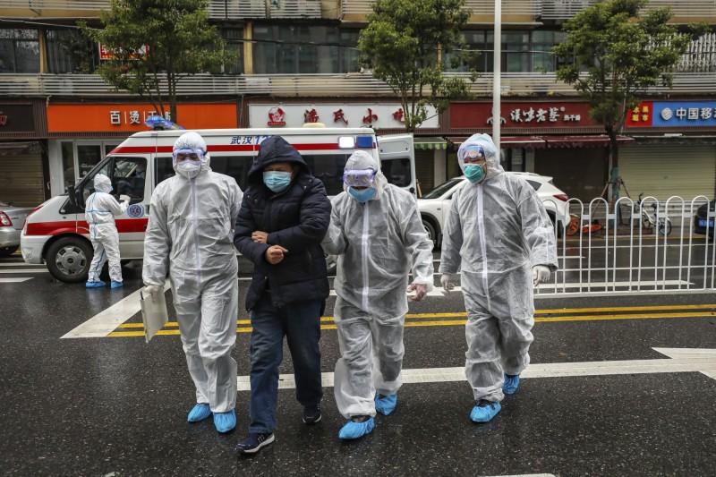 中國國家醫療專家組成員李興旺透露,確診病例中存在部份「無症狀感染者」,這些「無症狀感染者」的症狀十分輕微,但同樣具有傳染力。(美聯社)