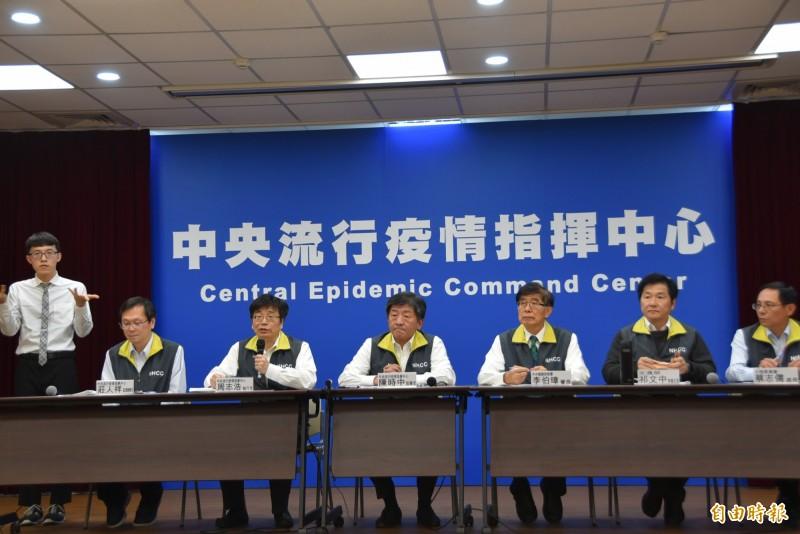中央流行疫情指揮中心今召開記者會,並宣布各部會相關措施,包含交通部、陸委會、健保署等,一同防疫武漢肺炎。(記者吳柏軒攝)