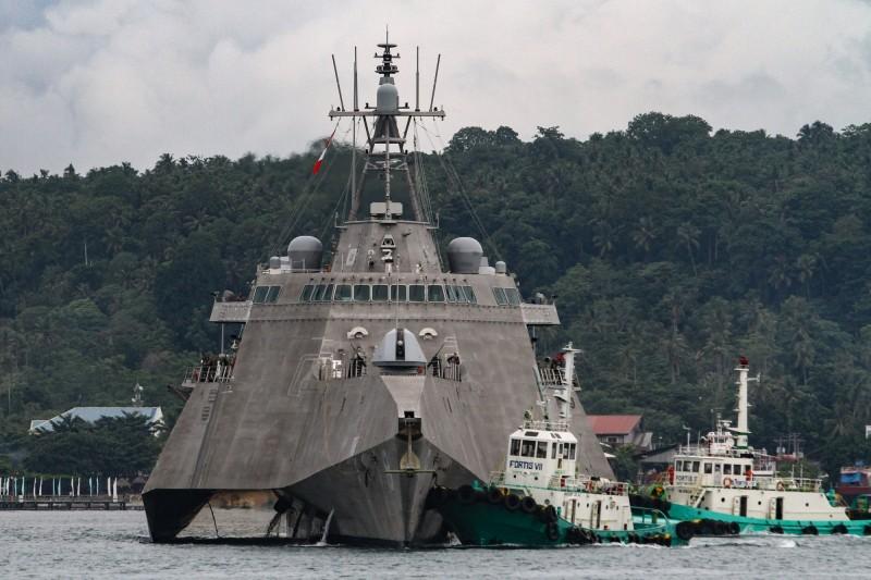 美國海軍近岸戰鬥艦「蒙哥馬利號」25日在南沙群島附近通過,這是美軍2020年首度執行「航行自由」。(法新社)