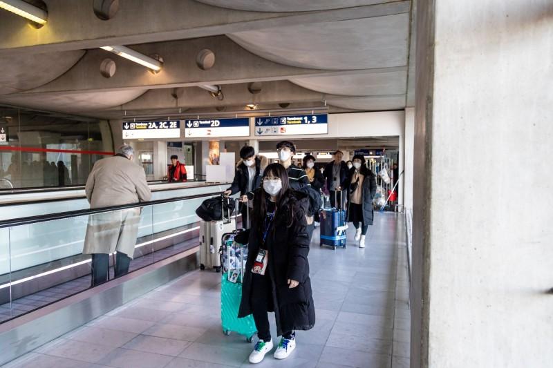 阿拉伯聯合大公國今出現武漢肺炎確診首例,機場將持續加強檢疫。圖為示意圖(彭博)