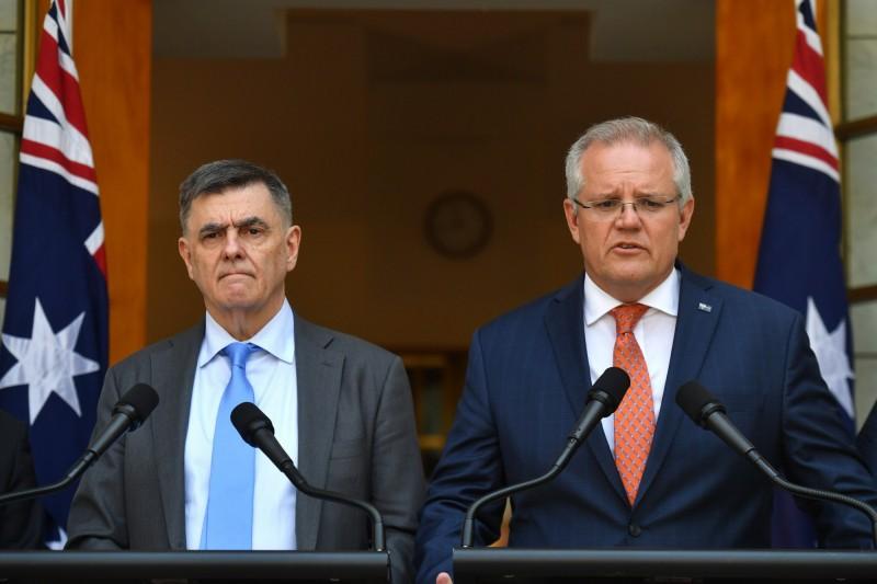 武漢肺炎疫情擴散,澳洲總理莫里森(右)宣布將與紐西蘭合作共同撤僑。(歐新社)