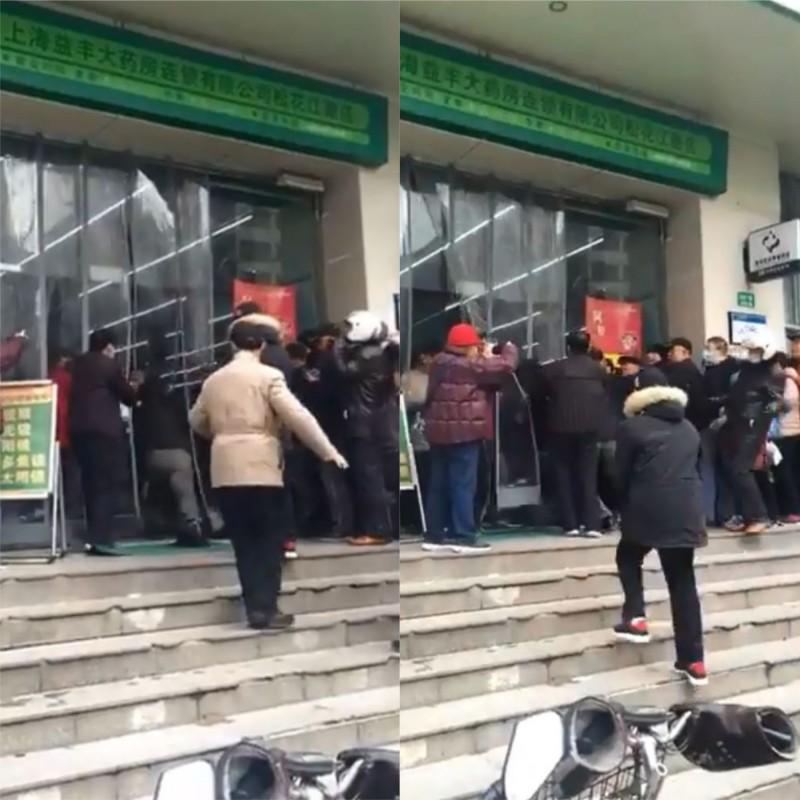 中國上海有民眾在藥局前為了搶口罩而大打出手。(圖擷自全智勝推特)