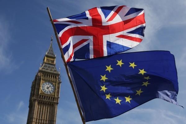 英國終於將在明天結束延續3年的脫歐歹戲,終結與歐盟長達47年的姻緣,正式宣告脫歐。不過,這齣戲的落幕,緊接著是另一齣戲的開場,將與歐盟進入約11個月的談判過渡期。(法新社)