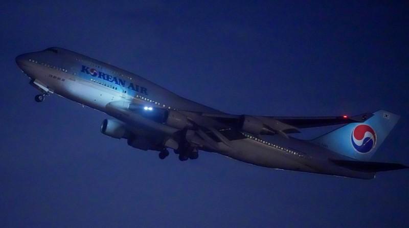 韓國政府派遣的首架赴武漢撤僑包機今晚8時45分從仁川起飛,這架波音747-400客機預計將載回當地700名韓國僑民的半數。(歐新社)