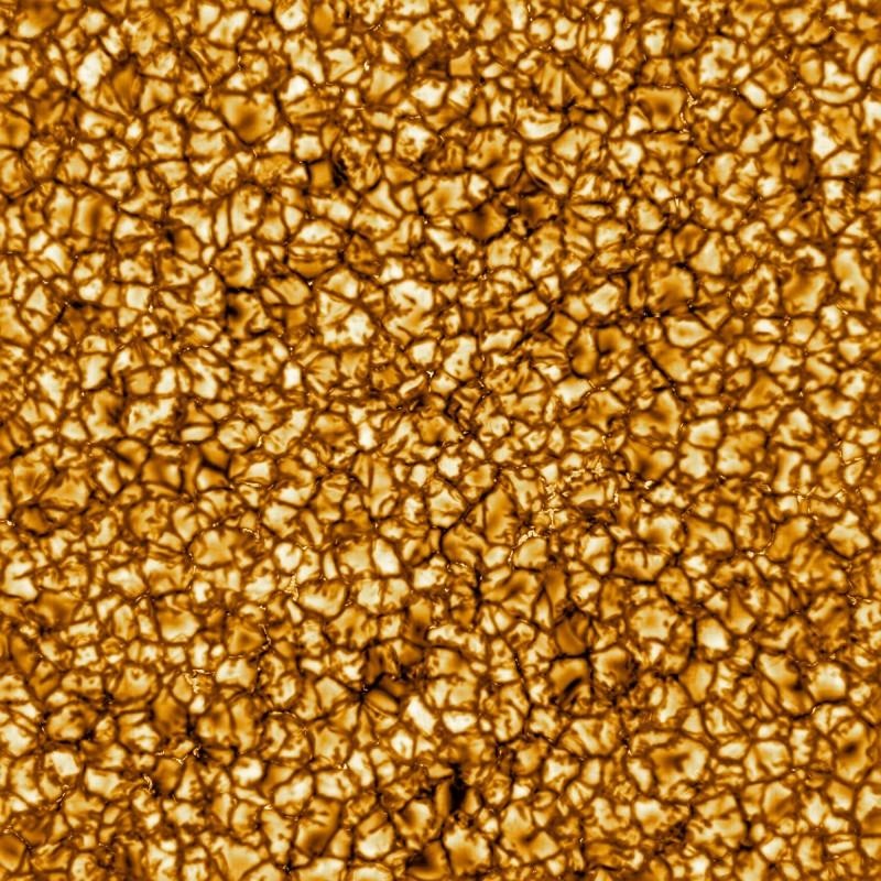 位在夏威夷的丹尼爾·井上(Daniel K. Inouye)太陽望遠鏡,傳回首批太陽表面高解析度的照片。(照片取自美國國家太陽天文台NSO網站)