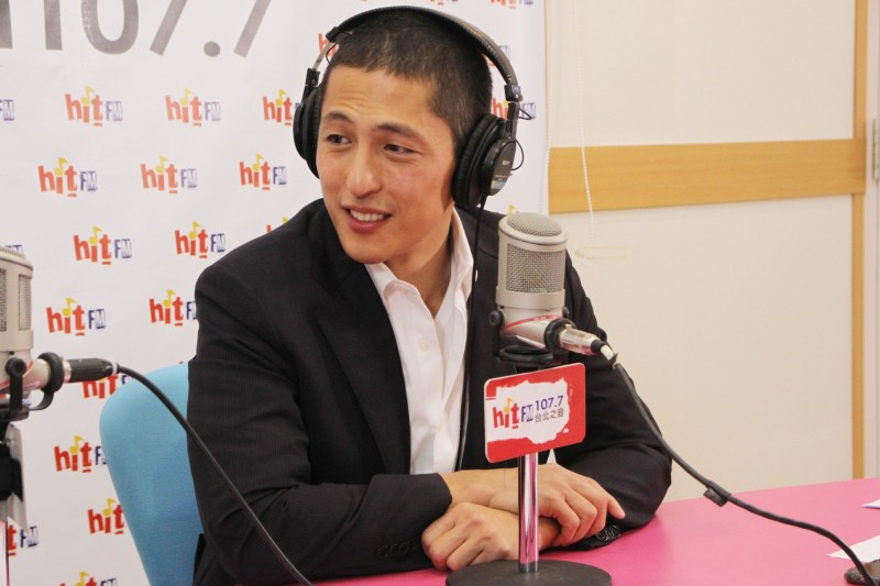 吳怡農今上「Hit Fm周玉蔻嗆新聞」節目接受專訪。(「Hit Fm周玉蔻嗆新聞」提供)