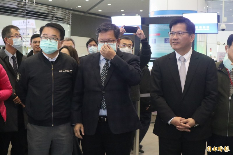 林佳龍視察機捷預辦登機服務未戴口罩引發關注。(記者周湘芸攝)