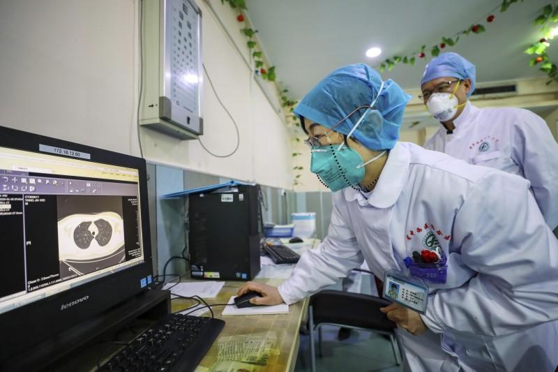 中國武漢爆發的新型冠狀病毒(2019-nCoV)疫情,全球病例已經超過9000例。(美聯社)