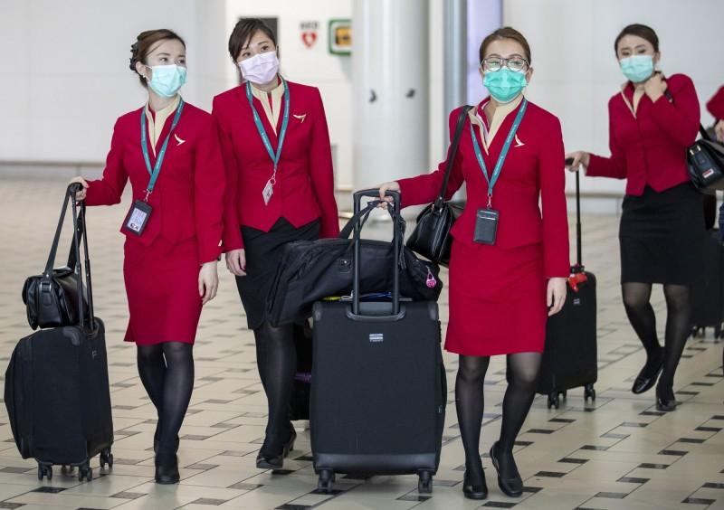 受武漢肺炎影響,全球各大航空避中國唯恐不及,紛紛減少或停止中國航班。空服員示意圖。(歐新社)