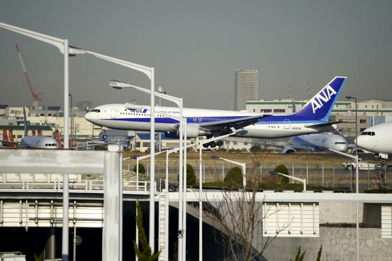 日方包下1架全日空航空客機,用於撤回武漢僑民。(美聯社)