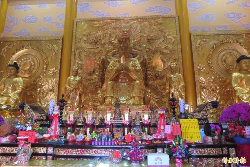 龍井三陽玉府天宮有全台最大的室內玉皇上帝。(記者蘇金鳳攝)