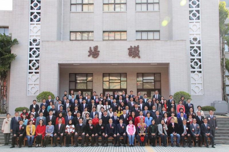 立法院新任立委上任,蔡英文總統盼朝野合作防疫,並通過福國利民法案。(圖取自總統臉書)