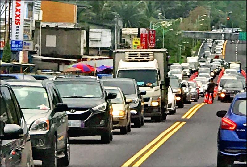 蘇花改通車即遇到春節連假,交通疏運量較去年明顯增加。(公路總局提供)