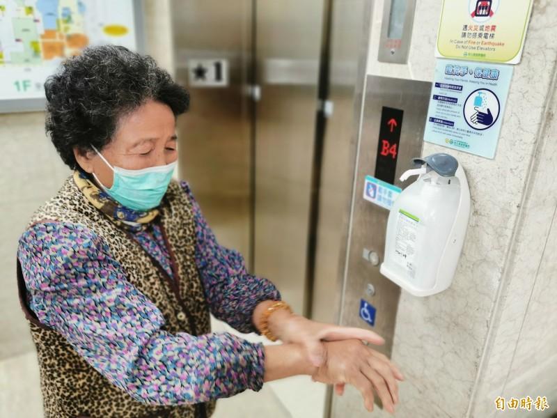 廣州疾控中心在確診病患家中門把發現新型冠狀病毒,專家呼籲民眾加強清潔消毒,勤洗手。圖為示意圖。(資料照)