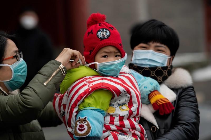 香港大學感染及傳染病中心總監何栢良今表示,在澳門病例的糞便樣本中發現有病毒存在,代表武漢肺炎確實有糞口傳播的風險。示意圖。(法新社)