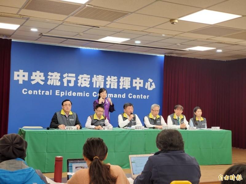 中央流行疫情指揮中心3日晚間9點召開記者會,說明口罩販售實名制資訊。(記者林惠琴攝)