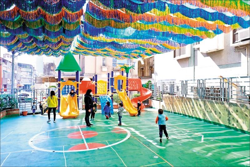 台中市教育局指出,昨日已收到教育部緊急調度配發一五○四盒兒童口罩,已通知私幼領取備用。(市府提供)