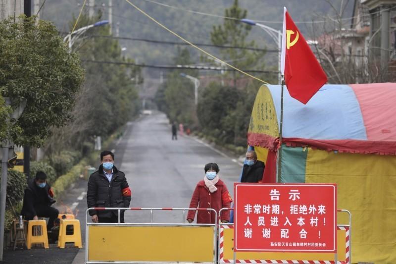 武漢肺炎疫情蔓延,全中國已有超過2萬例確診、400例死亡。稍早前除了山東臨沂市宣布封城外,浙江樂清市也隨後宣布暫時關閉交通、全市所有企業一律停工。圖為封城示意圖。(美聯社)