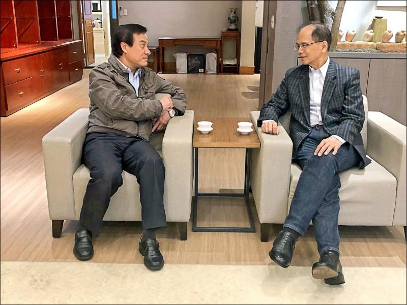 立法院長游錫堃(右)昨拜會前院長蘇嘉全,他並盛讚蘇嘉全戮力推動國會外交。(圖取自游錫堃臉書)