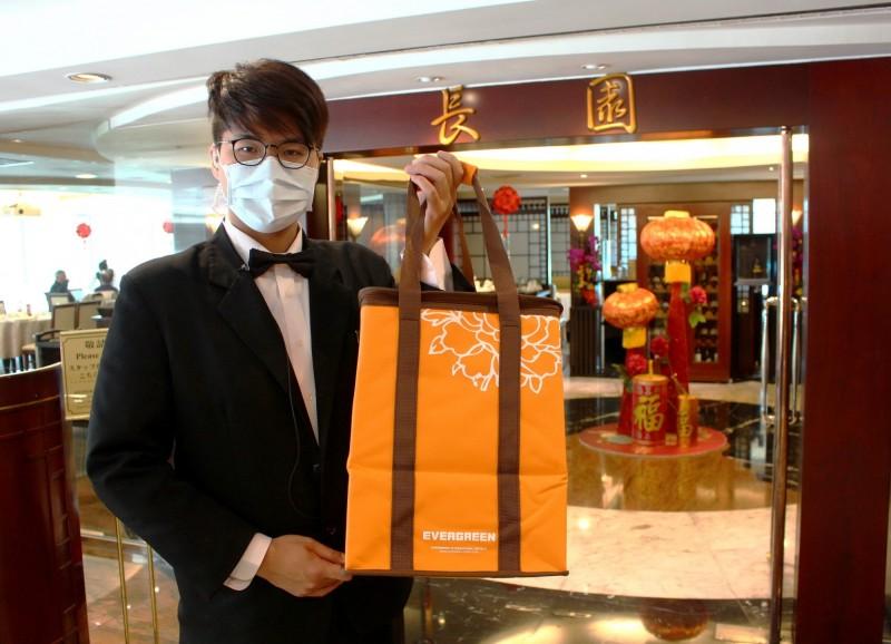因應武漢肺炎,台中長榮桂冠酒店提供免費外送服務。(台中長榮桂冠酒店提供)