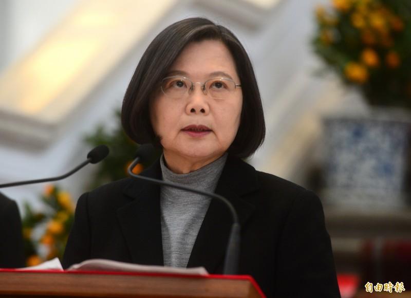 蔡英文總統表示,目前台灣沒有社區傳染個案,感染的風險很低,她希望身體健康的民眾可以將口罩留給最前線的防疫及醫護人員,以及需要使用的人。(資料照)